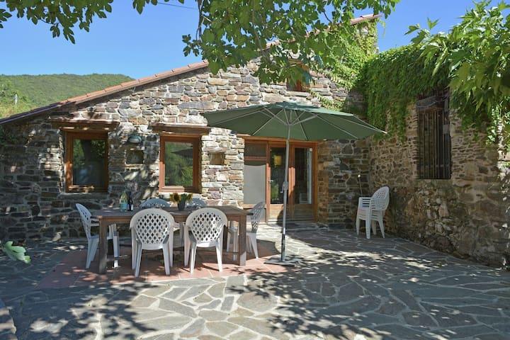 Komfortables Ferienhaus mit Terrasse bei Prunet-et-Belpuigs