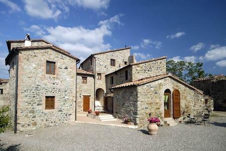 Tuscany Borgo Cerbaiola apartment - Montecastelli Pisano