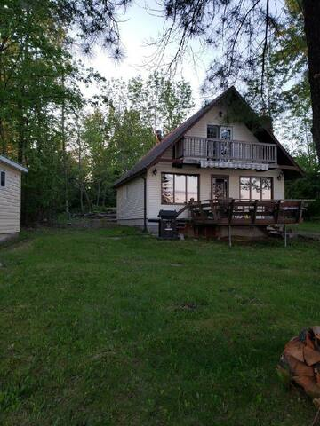 Entire 3 + 1 bedroom cottage on Lake Nipissing