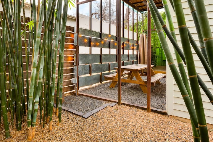 East Austin Bamboo Hideaway, with BIKES!! - Austin - House