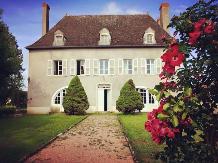 Grande maison de charme au bord de Saône