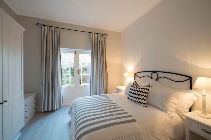Bedroom 5 Queen