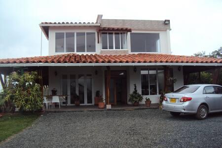 Habitaciones con lindos paisajes en la Acuarela