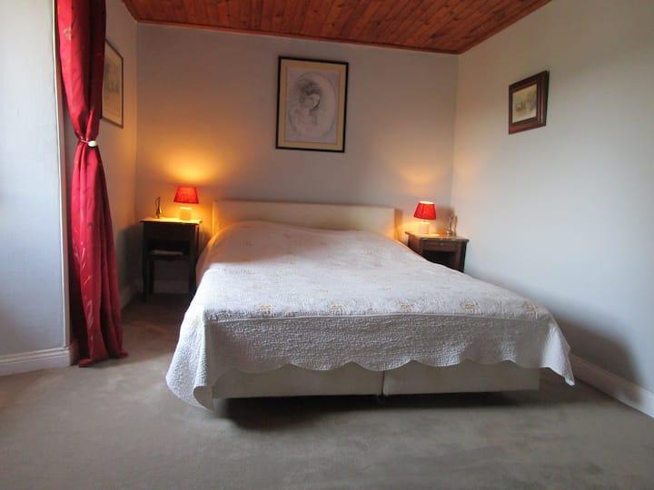 Chambre double (lit 160) aux portes de l'Aubrac