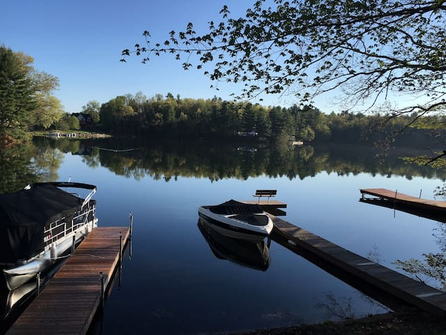 Serene & Beautiful home on Congamond's North Pond - Southwick - Haus