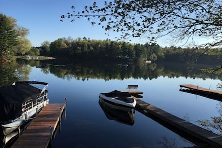 Serene & Beautiful home on Congamond's North Pond - Southwick - Dom