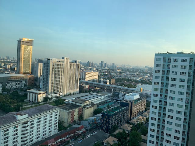 A cozy studio top view for long stay near MRT