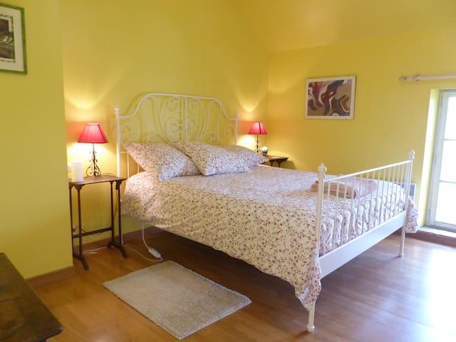 LA LEZARDIERE-YELLOW ROOM