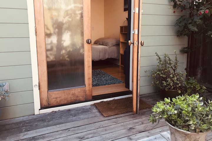 Oakland Backyard Studio Apt
