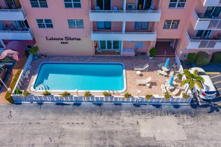 Cozy Quiet Beach Condo with balcony!