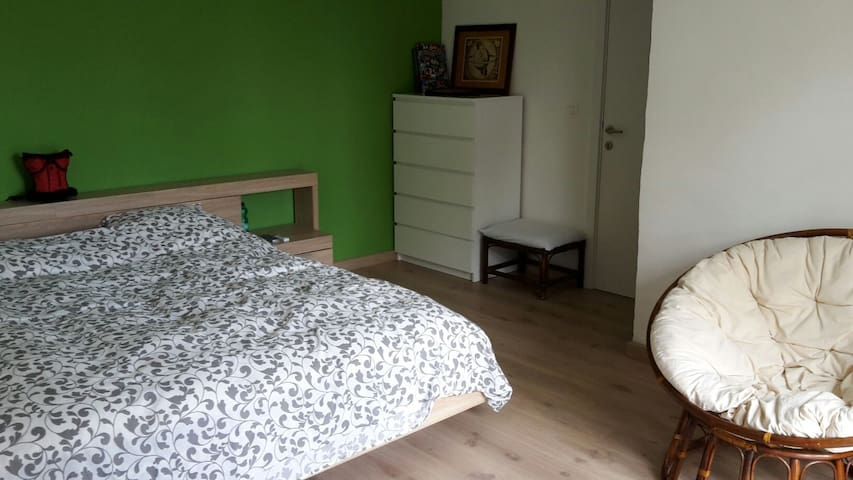 Charming room with private bathroom - Oudenaarde - Hus
