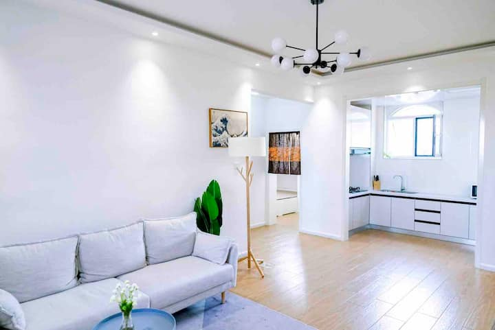 高档小区、设备齐全、日式装修、榻榻米床垫、民宿、电梯楼