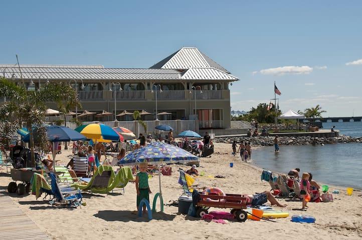 Sunset Island - Private Bayfront Beach