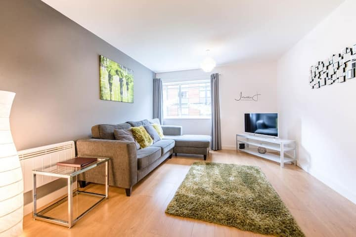 *AH4U* 2-Bed Apartment