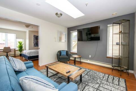 Bright and convenient apartment downtown