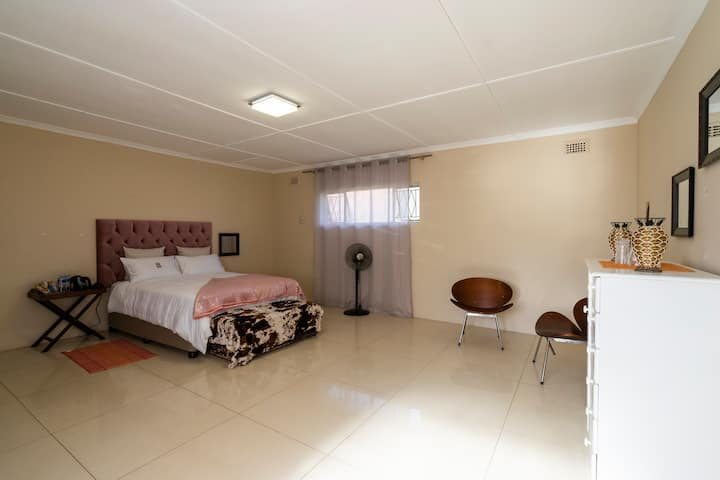 Home away for all travel needs only 10km CBD /beac