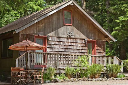 Manitou Lodge ·  OWL Cottage