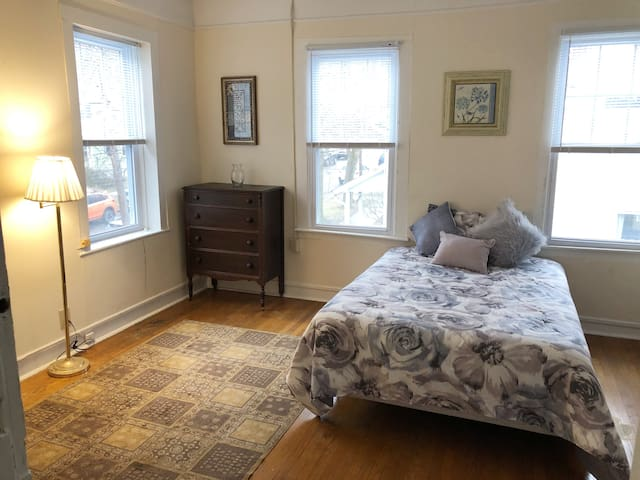 Large Apartment near Cornell
