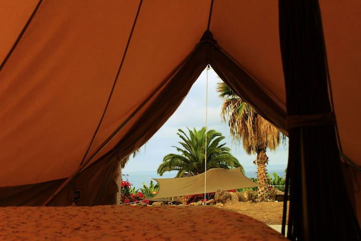 Glamping Belgium, with view to ocean in Surf House - Adeje - Bed & Breakfast