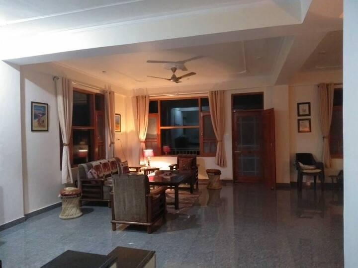 Villa Vikas Om Studio