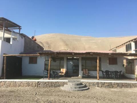 EL MIRADOR, Camana. Casa de Playa frente al mar.