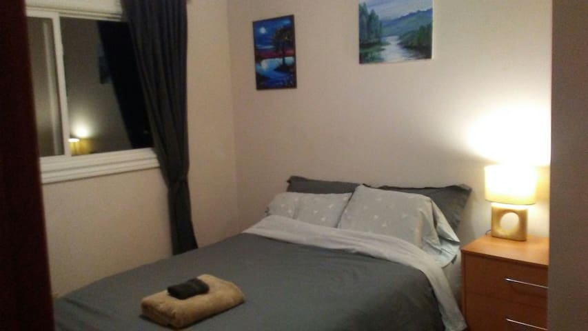 Clean, cozy room close to downtown, NAIT and LRT