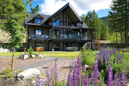 Cardinal Creek Luxury Lodge