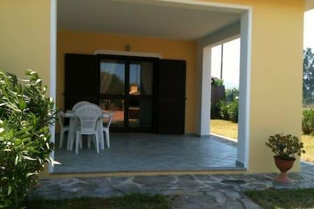 Villino a 400 metri dal mare - Budoni - 连栋住宅