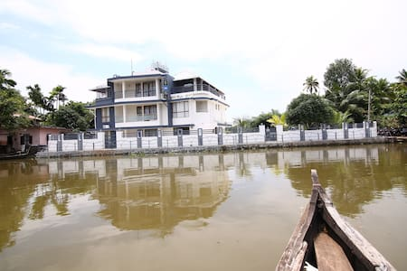 Backwater View Fully Furnished Premium Double Room - Nedumudy