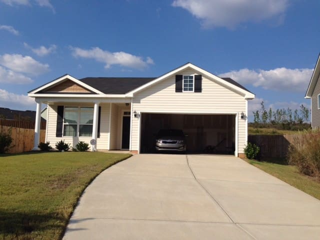 Cozy 3 BD Home Near the National - Graniteville - Huis