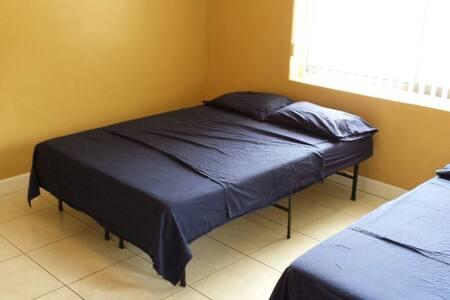 Private Room near MIA- Green - Miami Springs - Talo