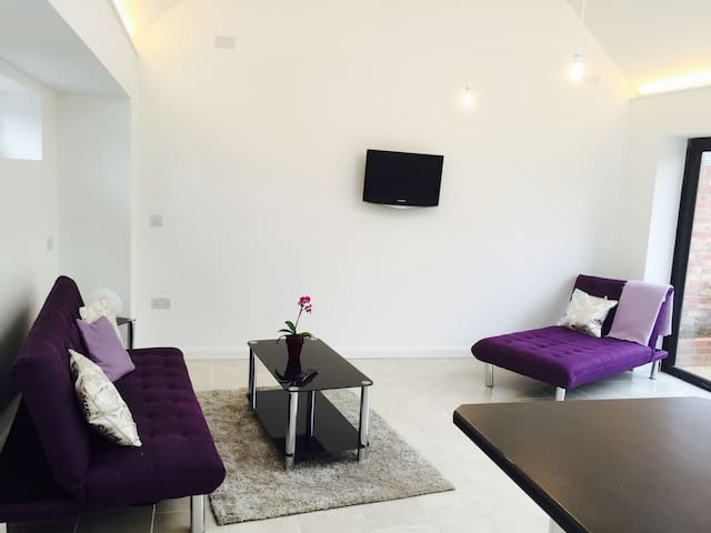 Cool and light, spacious apartment - Begbroke