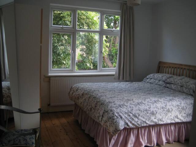 Large Clean Double Room Very Quiet - ลอนดอน - บ้าน