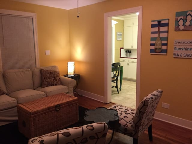 CASA GIALLO AWESOME 2/1 SLEEPS 5!! - Galveston - Pis