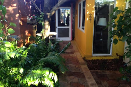 Key West House Cabin - Wilton Manors - Chalet