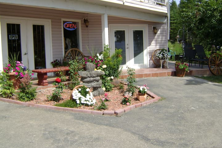 Gallery Bed & Breakfast - Anglemont - Bed & Breakfast
