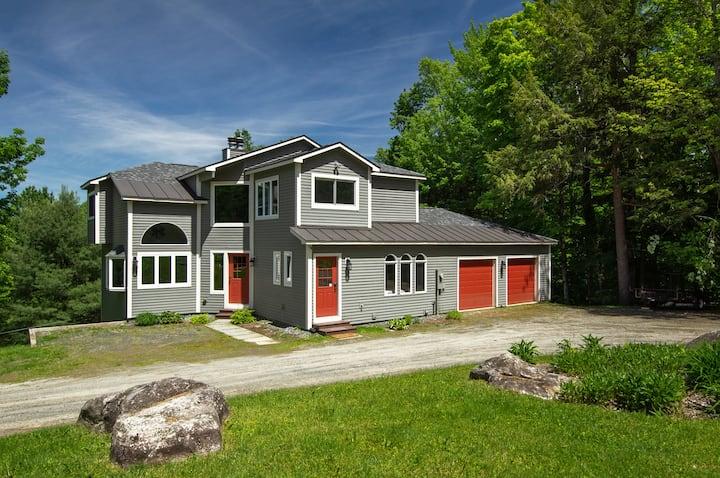 Spacious & Luxurious Home next to Stratton Mtn!