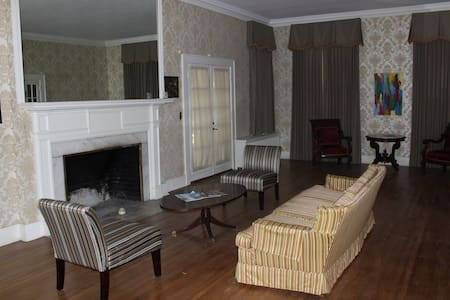 Historic Solomon House Green Room - Casa