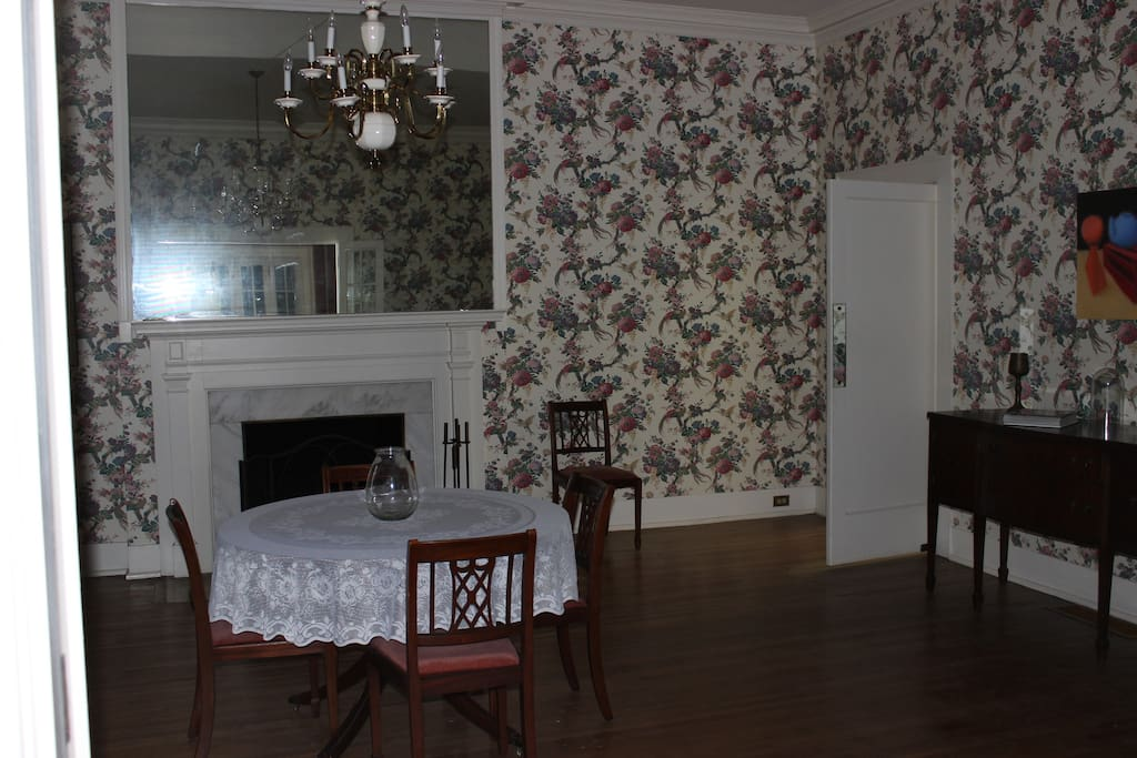 The formal dining room is available to guests.