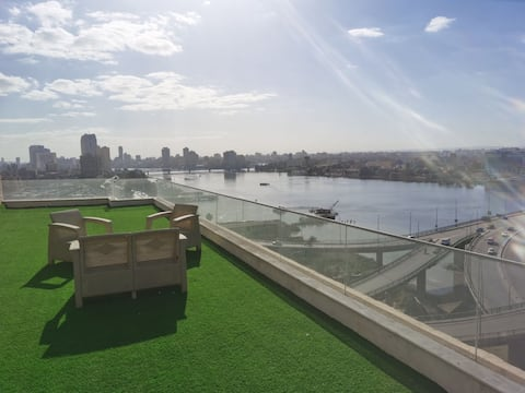 Best Nile view-Rooftop Apt. overlooking the Nile