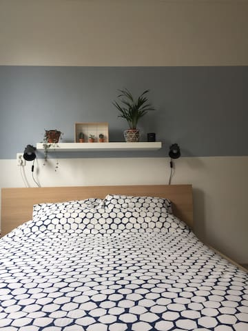 Sunny, modern, new room 10 minutes away from town - Utrecht - Rumah