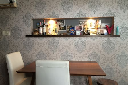 Room in lovely shared flat (12F) close to downtown - Shanghai - Lägenhet