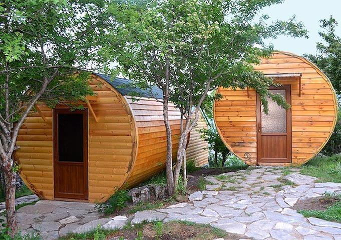 Quadruple Room Wooden Barrel House - Halidzor - ที่พักพร้อมอาหารเช้า