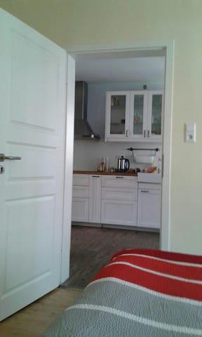 Doppelzimmer mit Bad und Küche - Angelbachtal - House