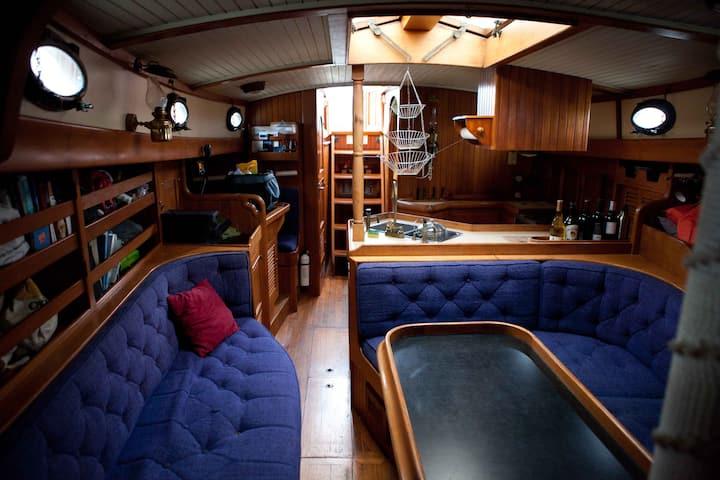 Gorgeous Sailboat Retreat