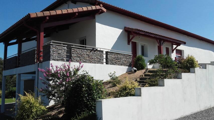 Bel appartement de 160m2 avec terrasse couverte