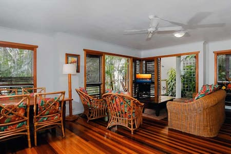 NOOSA - 2 brm Luxury Unit in Resort - Noosaville
