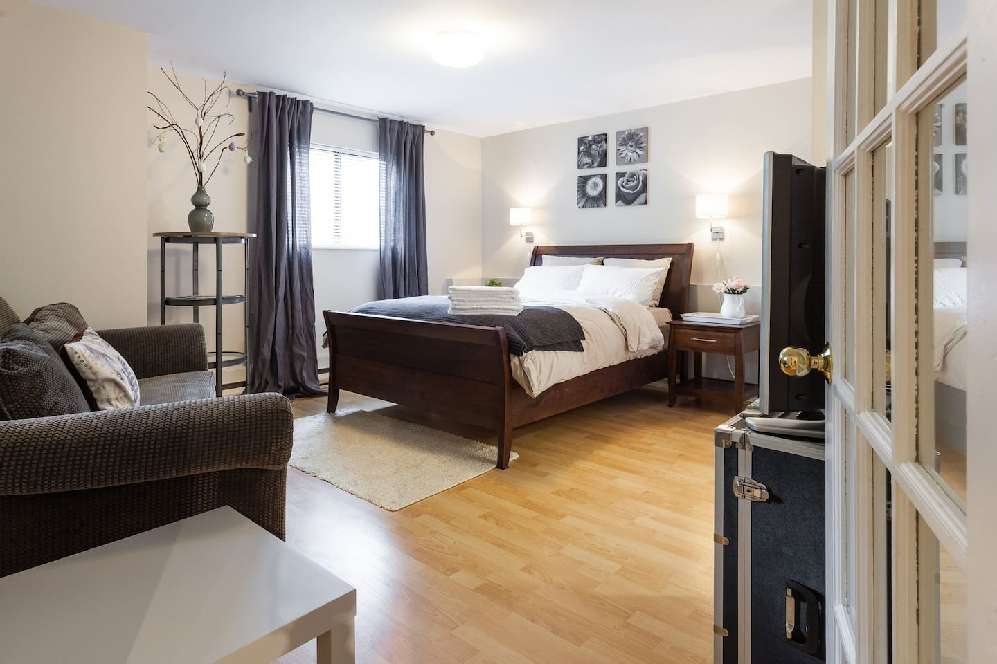 Furnished, ground level, newly renovated suite in central Coquitlam. Located in a house situated on quiet street near park. Walking distance to shopping mall, bus loop, train to downtown Vancouver. Private backyard.