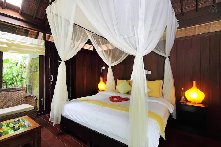 Heaven in Bali White Room - Payangan - Bed & Breakfast