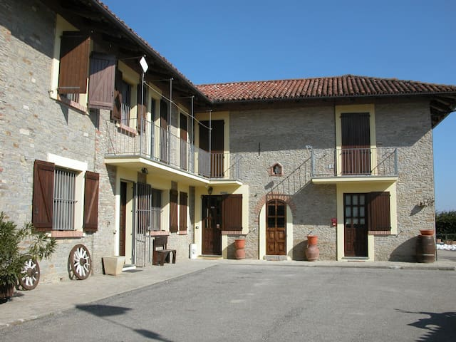 "IL CIABOT suite ""ROSA BLU"" - borgomale - Bed & Breakfast"